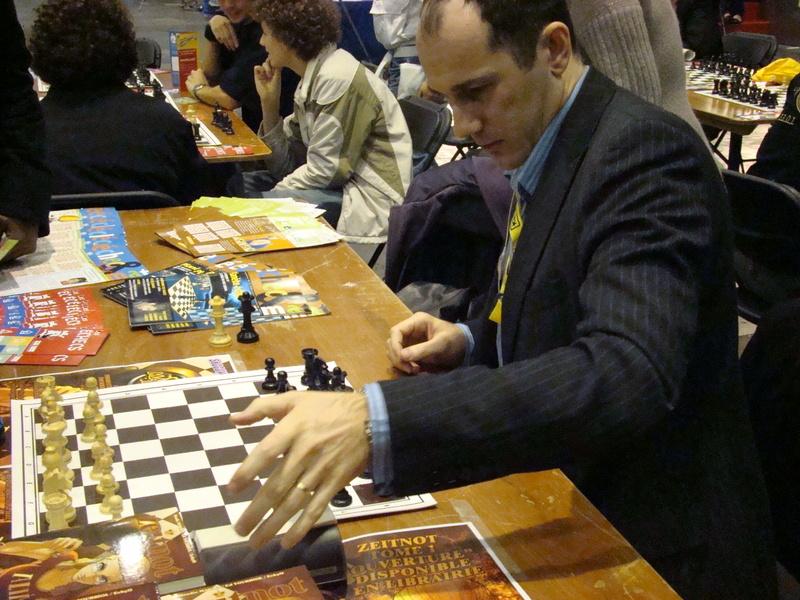 Ed Tourriol en pleine promo de son manga sur les échecs à Chibi Japan Expo 2008.