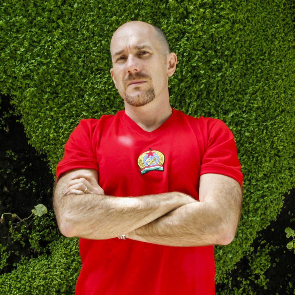 Ed en rouge (Photo : Dominique Clère)
